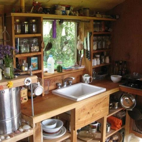 ideas for tiny kitchens 25 best ideas about small cabin kitchens on