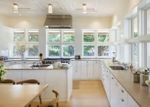 architectural design kitchens cuisine blanche sous le feu des projecteurs en 55 id 233 es