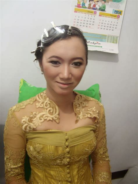 Foundation Padat Inez inez make up make up wisuda betha