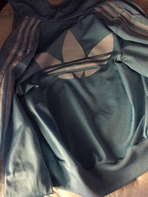 biru putih  hitam cokelat perbedaan warna jaket