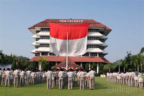 detik jogja penurunan bendera raksasa di yogyakarta selesai sebelum