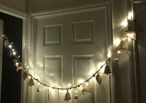 decorar la casa en navidad guirnaldas de luces ramas papel flores para navidad