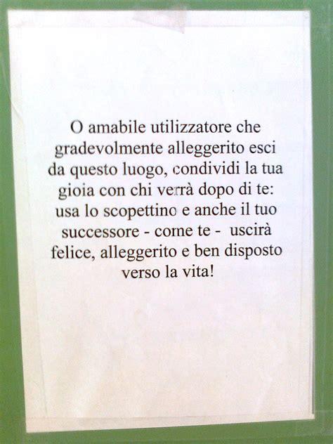 cartelli per bagni puliti i 15 cartelli pi 249 divertenti appesi nei bagni di tutto il