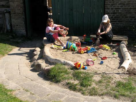 Sandkasten Im Garten by Ferienwohnung Koss 228 Tenhof Familie Behm Mecklenburgische Seenplatte Frau Susanne Behm