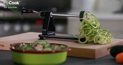 10 amazing and crazy kitchen gift ideas for mom moms top 10 christmas gift ideas for kitchen crazy folk eat
