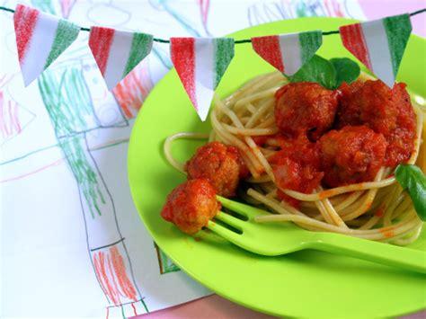 come si cucinano le polpette di carne spaghetti al sugo con polpettine di carne tempodicottura it