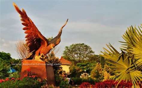 patung burung elang  marina seputar semarang