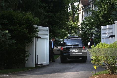 hillary clinton chappaqua address hillary has 10 foot wall around her home in ny