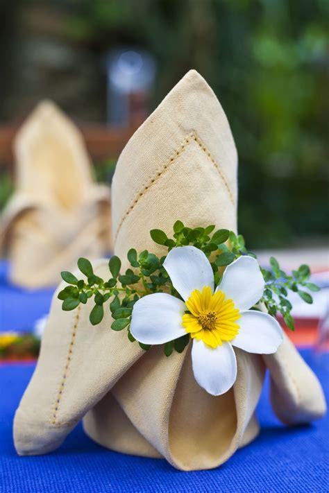 Origami Napkin Flower - 8 diy origami models for weddings