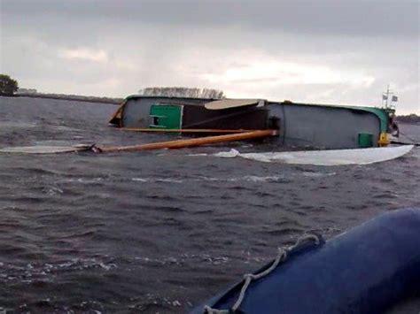 omslaan platbodem sailing with a dutch barge platbodem zeilen doovi