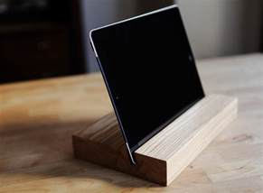 Ipad Bed Mount 15 Creative Handmade Iphone And Ipad Stands Style Motivation