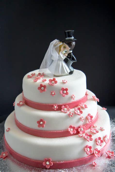 Brautpaar Torte by Hochzeitstorten
