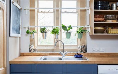 herbes cuisine d 233 co cuisine en herbes aromatiques en pots en 20 id 233 es cool