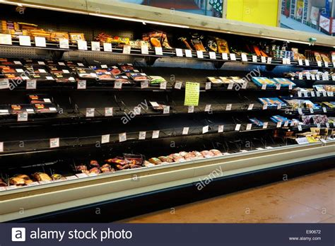 empty grocery store shelves due to supply chain disruption