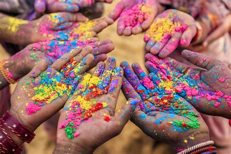 indian colors where to celebrate holi in india