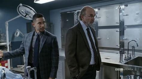 douglas adams dirk 8804620838 dirk gently s holistic detective agency follia pura serial minds serie tv telefilm episodi
