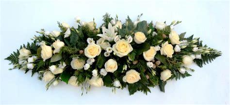 fiori a trieste cuscino bianco fiori de berto consegna fiori a trieste