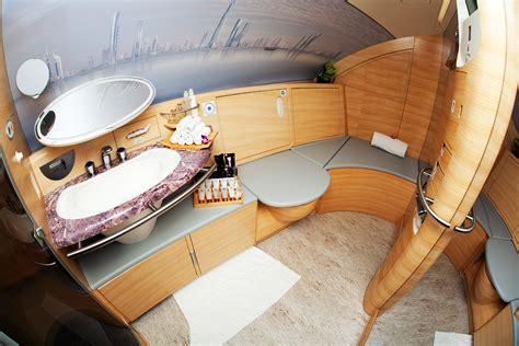 airbus a380 bathroom file bathroom on an emirates airbus a380 jpg wikimedia commons