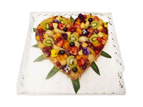Hochzeitstorte Obst Herz by Festtagstorten