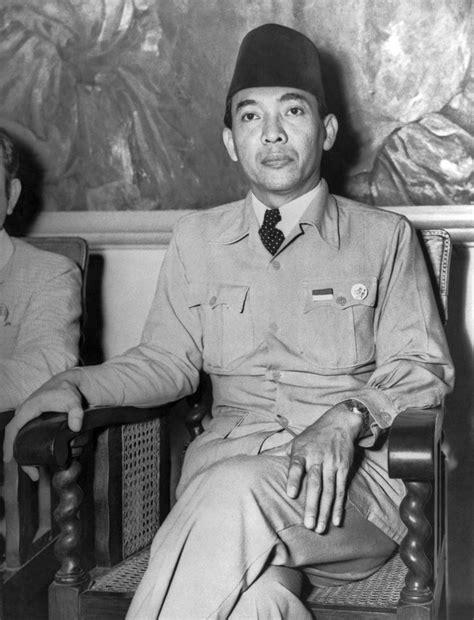 biography soekarno dalam bahasa indonesia first indonesian president sukarno biography