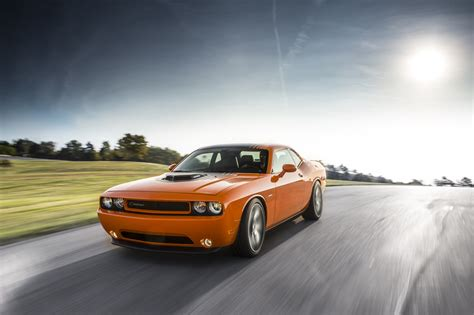 2014 Dodge Challenger R/T Shaker Brings Back the Hemi