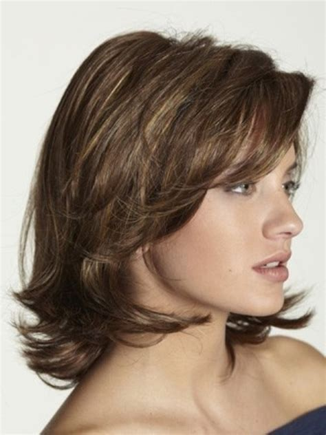 layered hair these 17 medium layered hairstyles will wow you circletrest