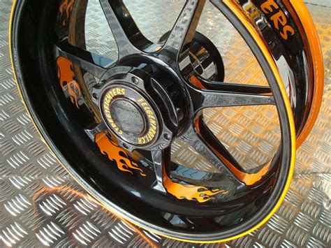 Farbige Motorradfelgen by Streetfighters Moto Wheel The Spinning Wheels