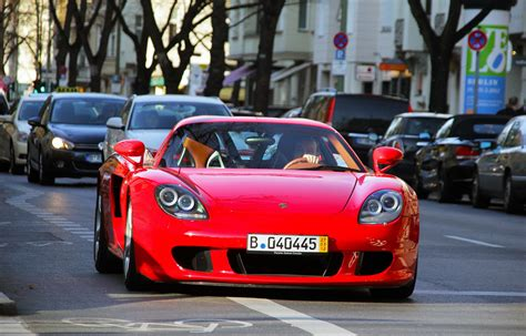 paul walker blue porsche red porsche carrera gt in the same car die paul walker