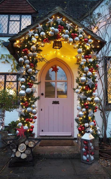 guide  front door christmas decor jolly festive