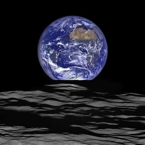 della nuova terra la terra e la viste da saturno una nuova