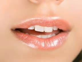 Salep Kenalog riset bibir tebal bikin wanita awet muda