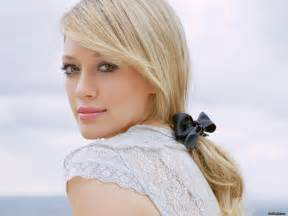 hillary duff biography   celebrity oops
