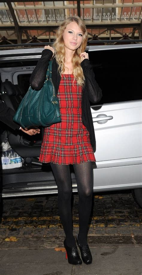 black and white pattern skirt outfit taylor swift plaid skirt outfit black pattern tights