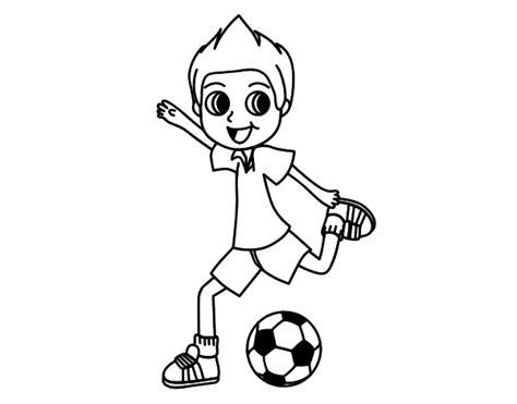 imagenes de niños jugando futbol para dibujar dibujo de chutar para colorear dibujos net