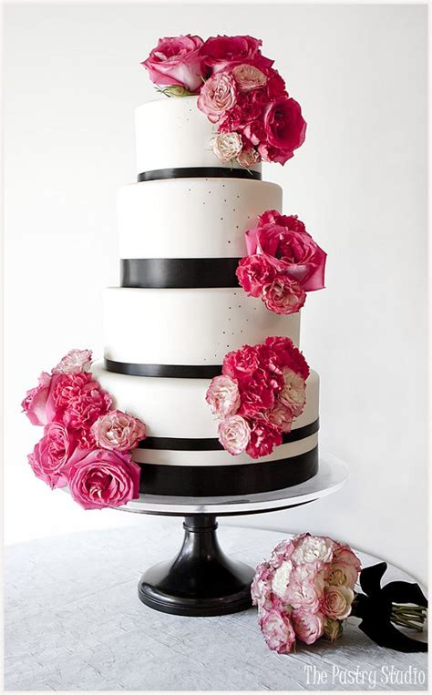 wedding cakes  classical details deer pearl flowers