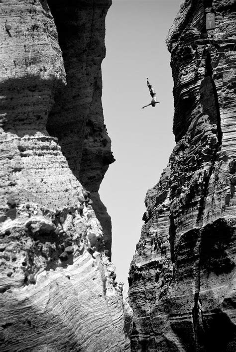 30 Death-Defying Photos That Will Make Your Heart Skip A