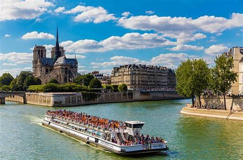 bateau mouche river cruise paris bateaux mouches 1 hour seine river cruise with optional