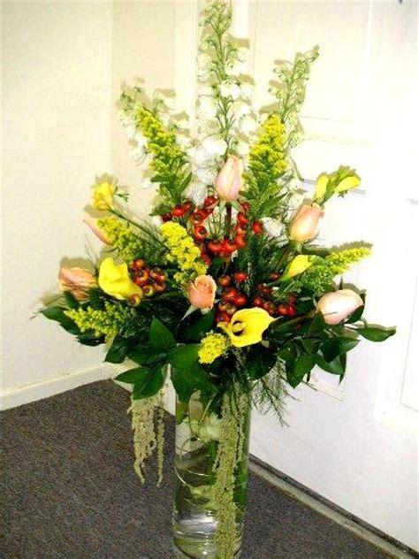 Glass Vase Floral Arrangements by Cylindrical Glass Vase Entry Flower Arrangement