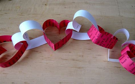 How To Make A Chain Of Hearts Out Of Paper - valentines day paper chain decoration