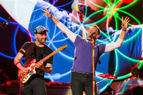 coldplay live 2017 15 epic things you ll never forget after watching coldplay