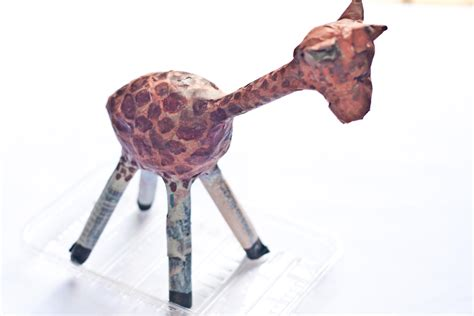 How To Make Paper Mache Animals - how to make a papier m 226 ch 233 giraffe 9 steps with pictures