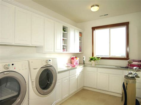 dry  comfy laundry room    set clothes neatly