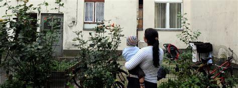 permesso di soggiorno per rumeni circolo carlo giuliani parigi 171 immigrazione bulgara e