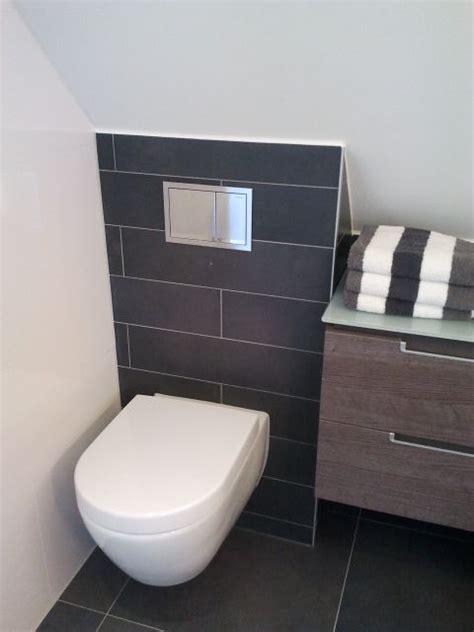 wc tegels behangen toilet onder schuin dak voorbeeld van een gerealiseerde