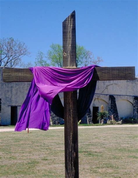 cross with purple drape holy week devotional it is finished john 19 28 20