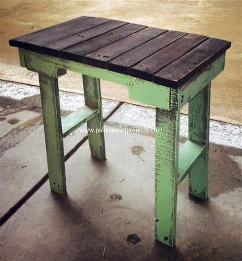diy side table diy pallet end table plans pallet wood projects