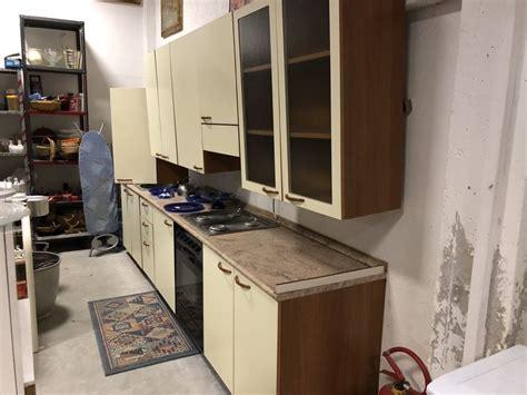 piano cotture cucina con forno piano cotture e lavandino in ottimo stato