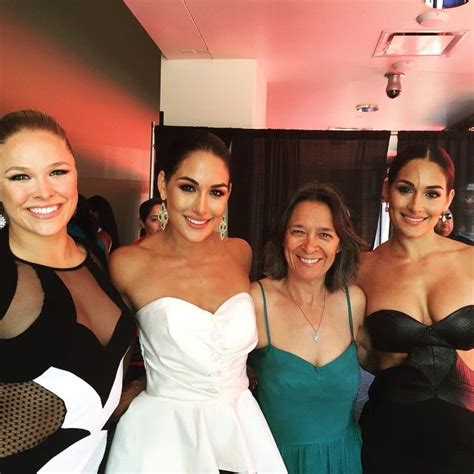 nikki bella mom i m loving ronda with the bella twins catching up with