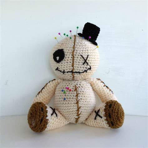 bambole testo bambola voodoo amigurumi schema in italiano