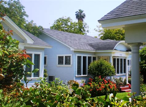 The Bungalow House file st andrews bungalow court los angeles jpg